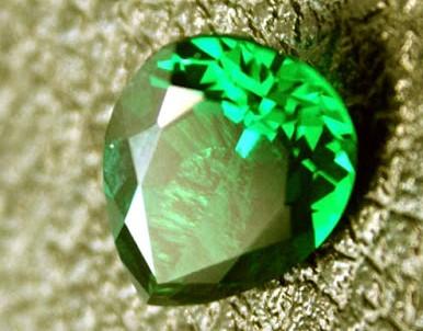 Engastar una esmeralda con talla de pera