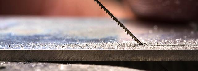 El uso de la hoja de sierra para la joyeria